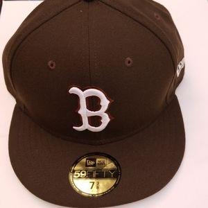 Boston b hat